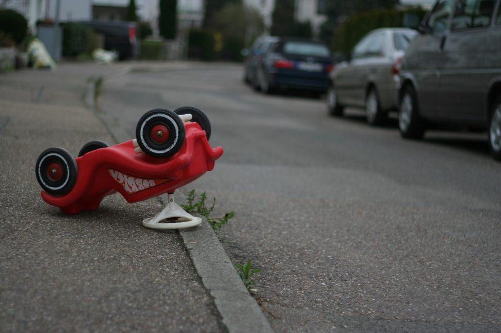 samochodzik dziecięcy - co robić w przypadku stłuczki