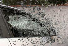 Wypadek samochodowy - stłuczona szyba