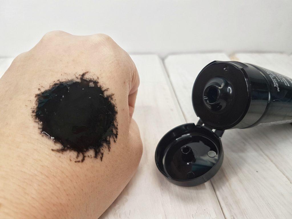 Węglowa czarna maska peel-off od Biotaniqe